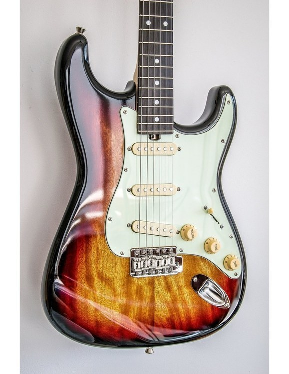 Bacchus Global BST 650 B 3TS SUNBURST